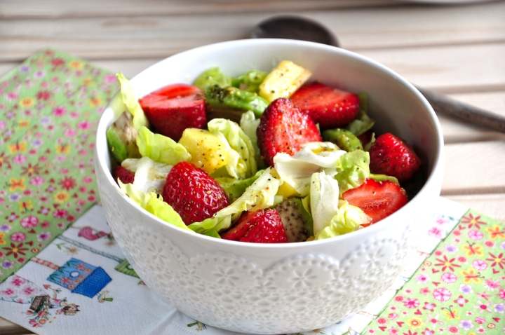 crazy keto salad withstrawberries