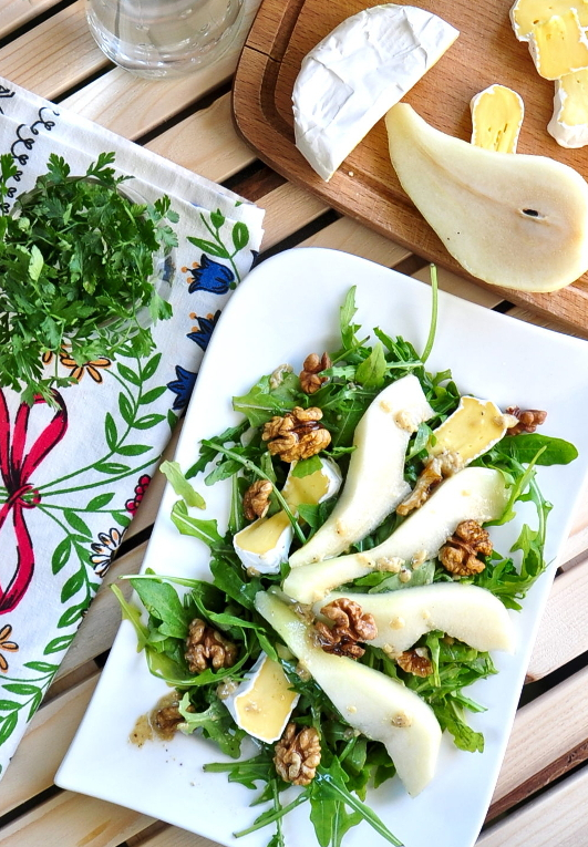 easy-peasy but fancy – pears & camembert salad