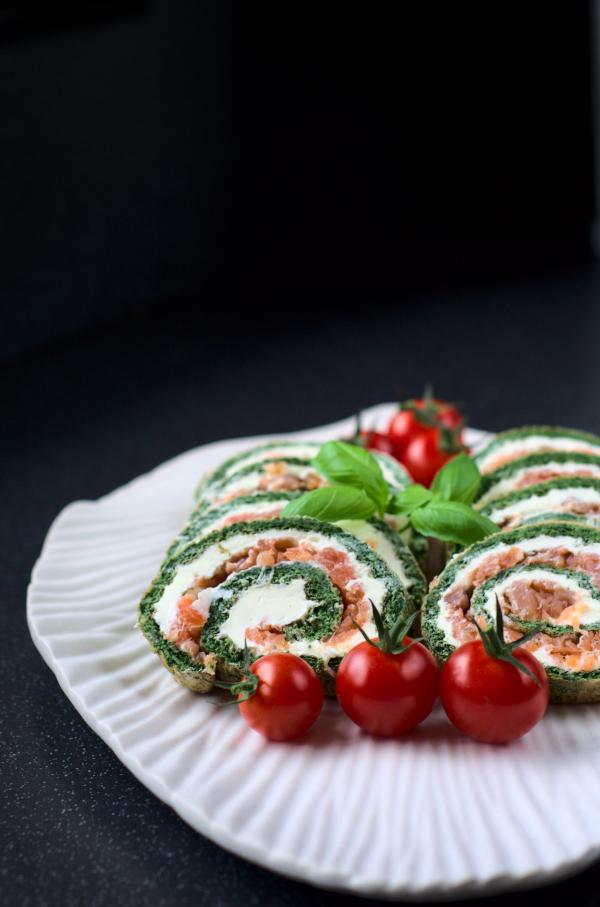 keto spinach and smoked salmonroulade