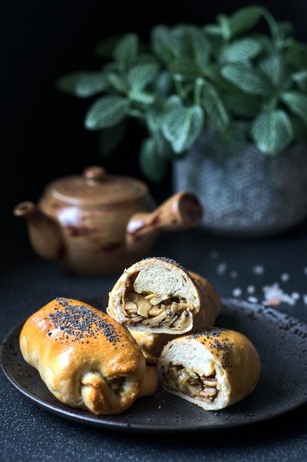white mushroom stuffed buns