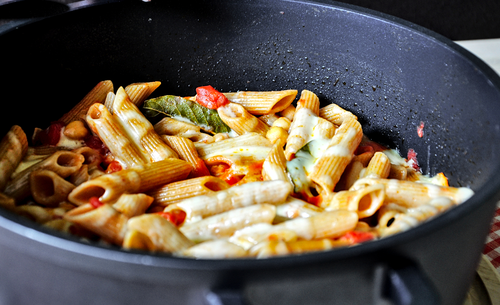 quick and easy chickpeas & tomato wholemeal pasta