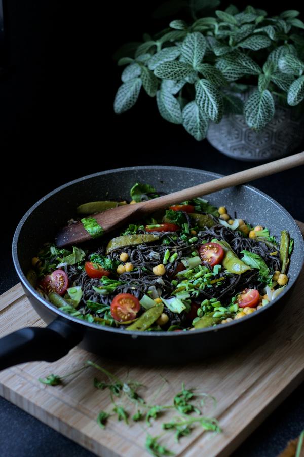 quick summer black soya bean spaghetti (vegan, gluten free)
